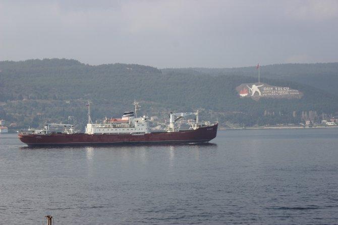 Rusya askeri gemisi 'Yauza' Çanakkale Boğazı'ndan geçti