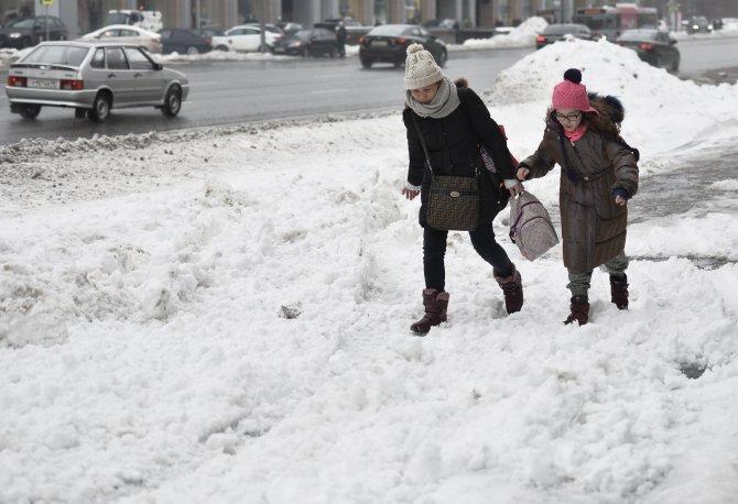 Moskova'da rekor kar; araç kuyrukları 3 bin kilometreyi geçti