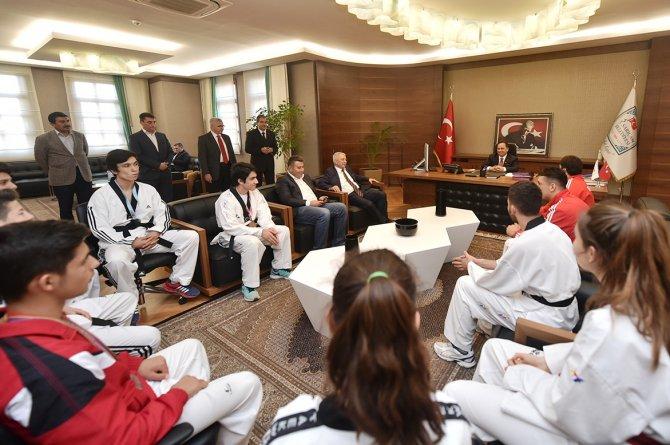 Tekvandocular Başkan Uludağ'ı ziyaret etti