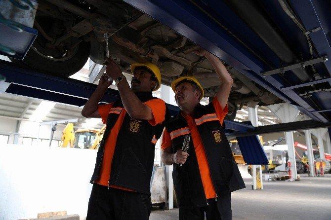 Sivas İl Özel İdaresi'nin İş Makineleri Onarımdan Geçti