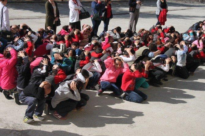 Tosya'da Minik Öğrenciler Yangın Tatbikatı Yaptı