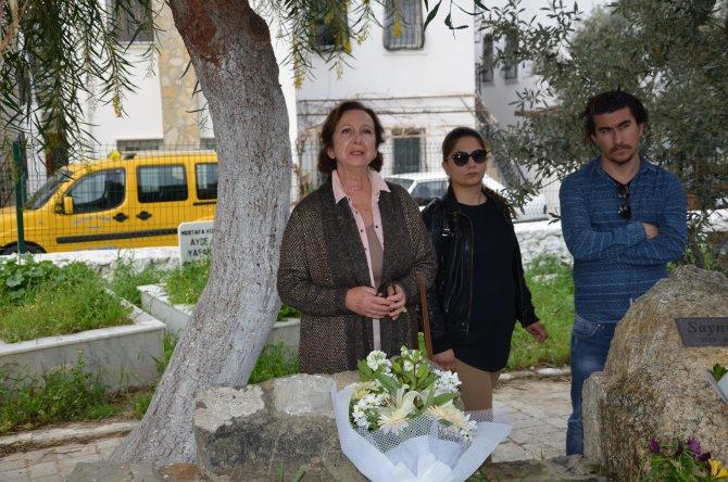 Mavi kadın mezarı başında anıldı