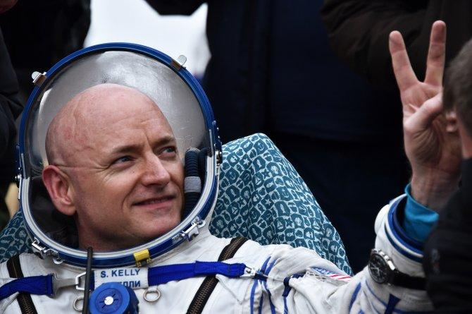 Astronot ve kozmonotlar bir yıl sonra Dünya'ya döndü