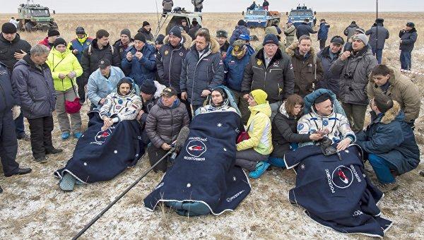 Astronotları taşıyan uzay aracı Kazakistan'a indi