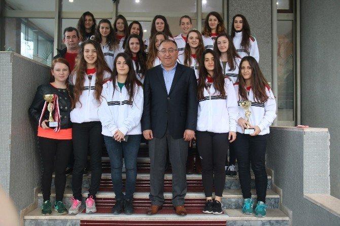 Yalova Belediyesporlu Sporcular Salman'ı Ziyaret Etti