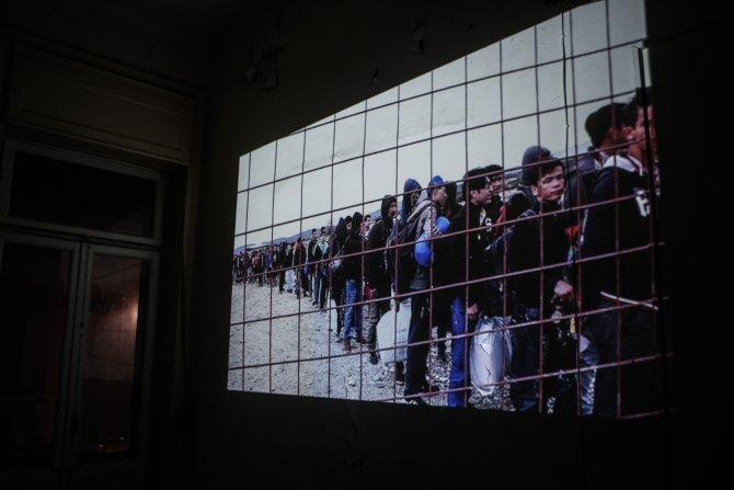 Mültecilerin zorlu yolculuğu sergide canlandırıyor
