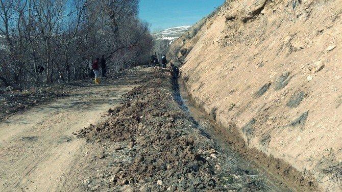 Adilcevaz'da Sulama Kanalı Çalışmaları Erken Başladı