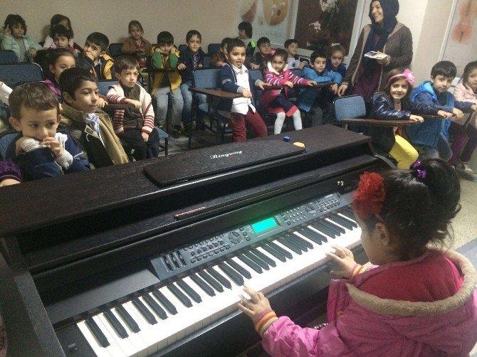 Anaokulu Öğrencileri Piyanoyla Tanıştı