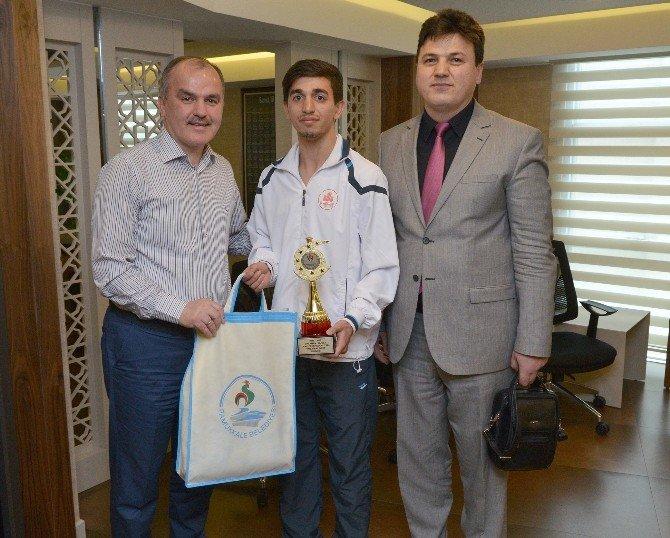 Futsal Takımından Başkan Gürlesin'e Teşekkür Ziyareti