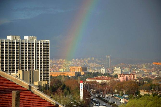 Ankara'da yağmur sonrası kartpostallık gökkuşağı görüntüsü