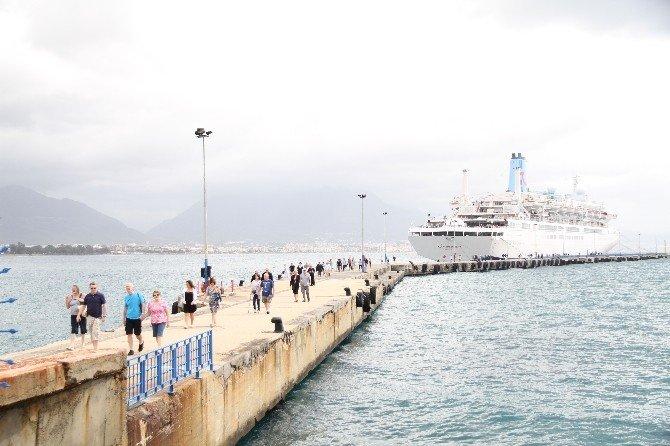 Alanya, Kruvaziyer Sezonunu İngiliz Turistlerle Açtı