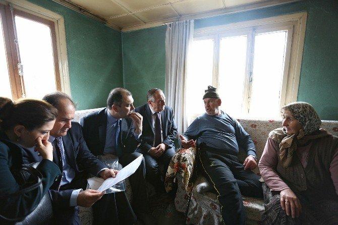 Bolu Belediye Başkan Vatandaşın Hayır Duasını Alıyor