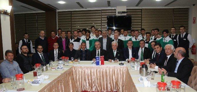 Altepe'den Bursaspor Alt Yapı Takımına Yemek