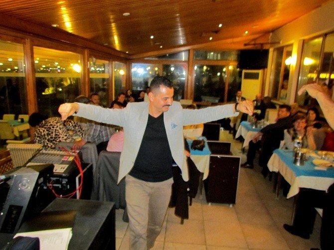 Çeşme'de Türkü Eşliğindeki Yemekte Buluştular