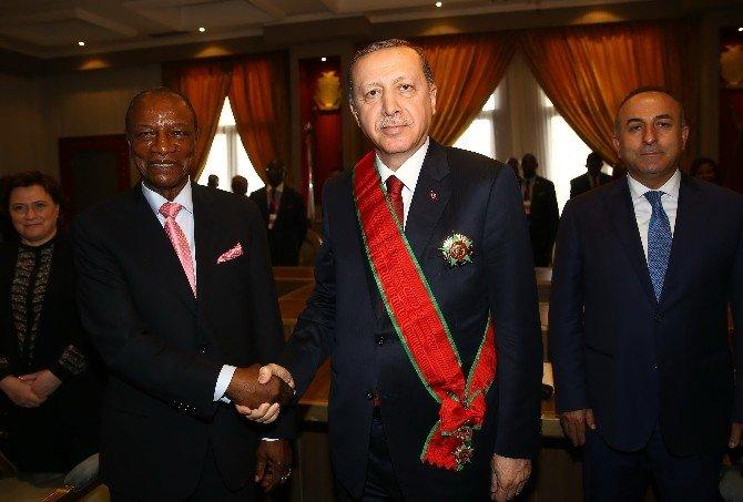 Cumhurbaşkanı Erdoğan'a Gine'de Şeref Madalyası Takdim Edildi
