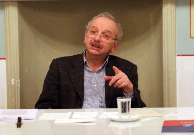 """Prof. Dr. İsmail Kara: """"Birbiriyle Kavga Eden Tarihi Ekoller Arasına Sıkıştırıldık"""""""