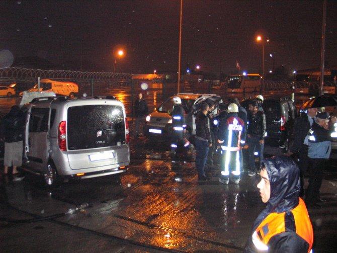 Fatih'te 5 araç kundaklandı