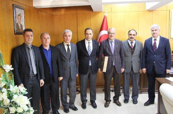TÜBA Çeviri Ödülünü Alan Öğretim Üyeleri Ödüllendirildi