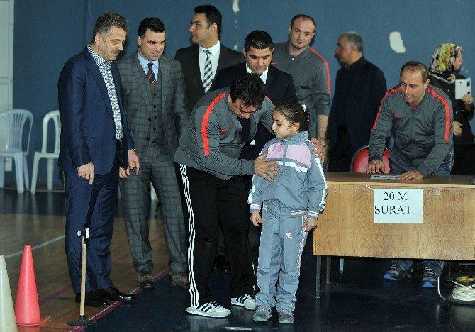 Hakan Ünsal'dan Genç Sporculara Destek