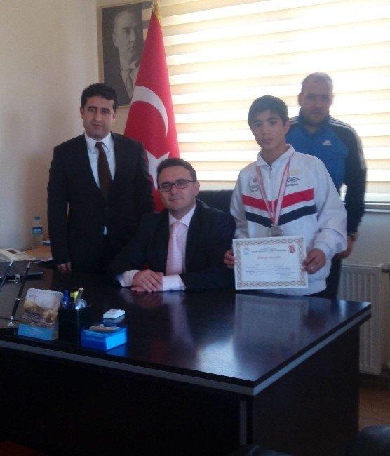 Kaymakam Yılmaz Türkiye İkincisi Yücel'i Makamında Kabul Etti