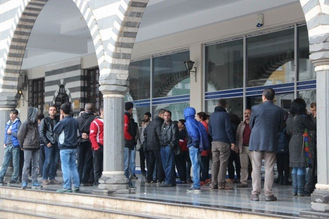 """HDP'nin """"Sur"""" Çağrısına 1 Milyon 654 Bin Nüfuslu Şehirden 50 Kişi Katıldı"""