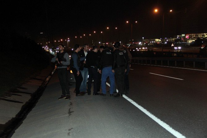 İstanbul'da Adli Personeli Taşıyan Araca Ve Polis Otosuna Silahlı Saldırı