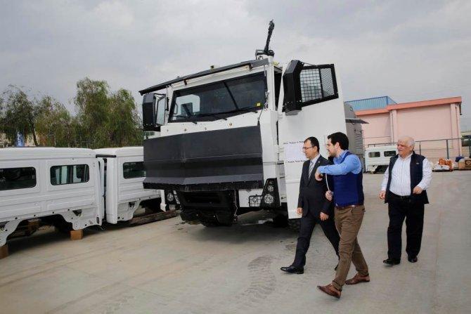 İzmir Valisi Toprak, TOMA üretimi yapan şirketi ziyaret etti