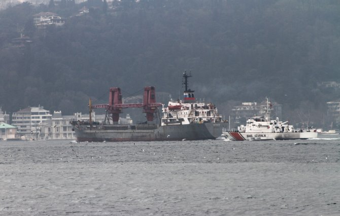 Rusya'nın kuru yük gemisine de sıkı takip