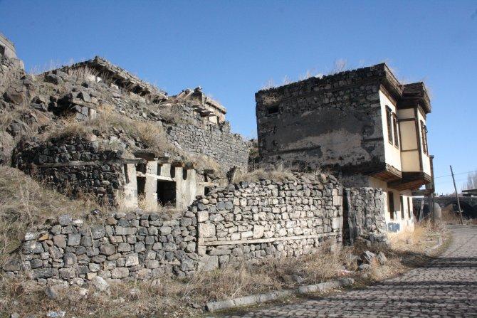 Osmanlı eseri yıkıldı, koruma demirleri ayakta kaldı