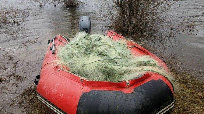 Kaçak Avcıların Baraj Gölüne Attığı Ağlar Toplandı