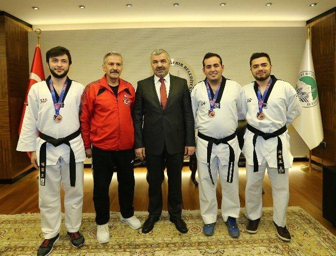 Başkan Çelik Sporcuları Kutladı