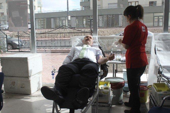 Ksmmo'dan Kızılay'a Kan Bağışı