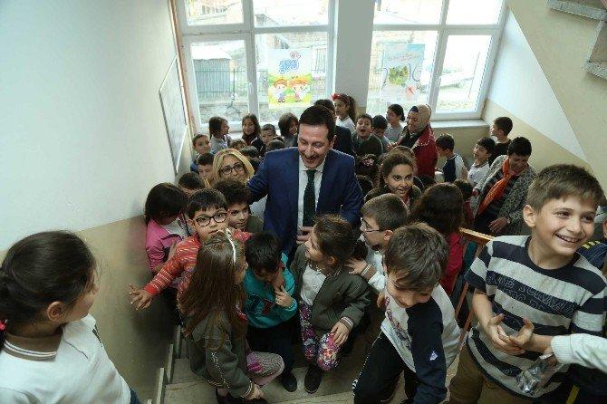 Minik Öğrencilerden Başkan Tok'a Sevgli Seli