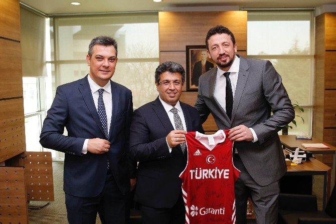Başkan Karadeniz'den Hidayet Türkoğlu'na Ziyaret