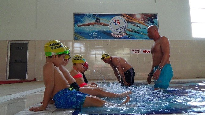 Amasya'da 36 Çocuğa Ücretsiz Yüzme Kursu