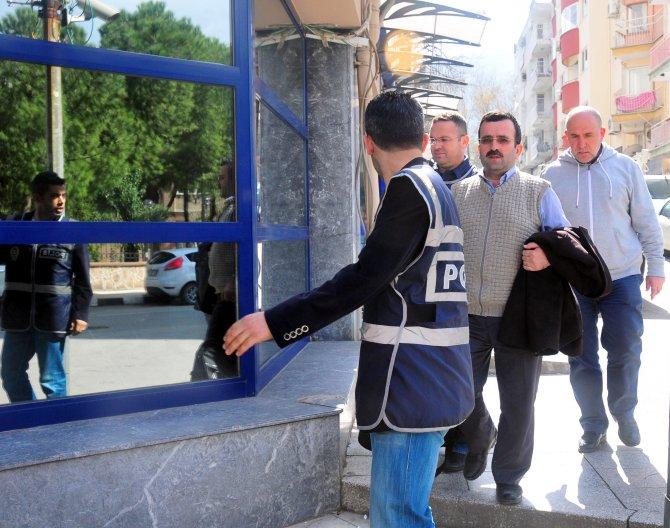 Manisa'da gözaltına alınan 3 hayırseverden 2'si adliyeye sevk edildi