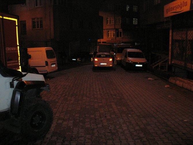 Okmeydanı'nda polis aracına silahlı saldırı