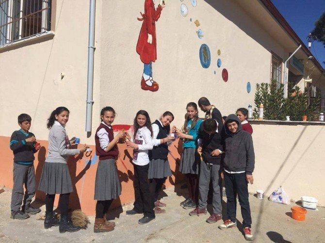 Maçta Tanıştığı Ressam, Okul Duvarlarını Renklendirdi