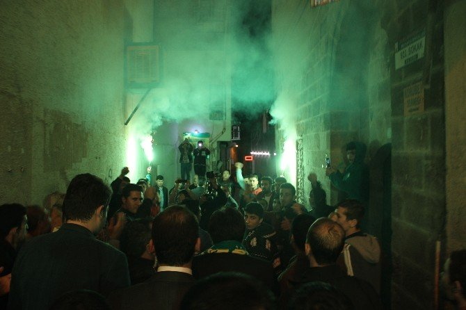Şanlıurfa Valisi İzzettin Küçük'ten Taraftara Bin Atkı