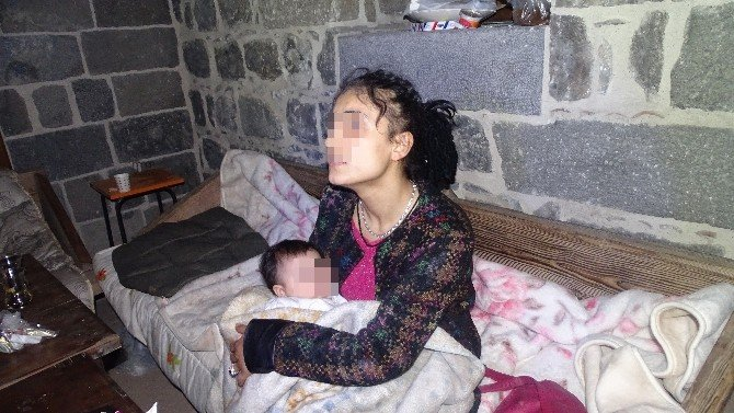 Sur'da Güvenlik Güçleri İsteyen Vatandaşları Tahliye Ediyor