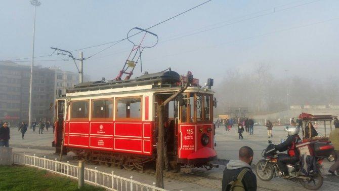 Taksim'de sis etkili oldu