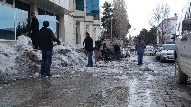 """Tatvan'ın """"Kar Timi"""" Son Görevinin Yerine Getiriyor"""