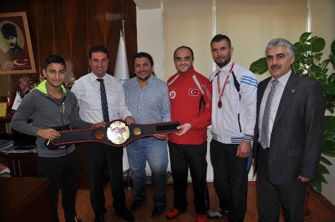 Kıck Boks Türkiye Şampiyonası'nda Adanalı 2 Sporcu Kürsüye Çıktı