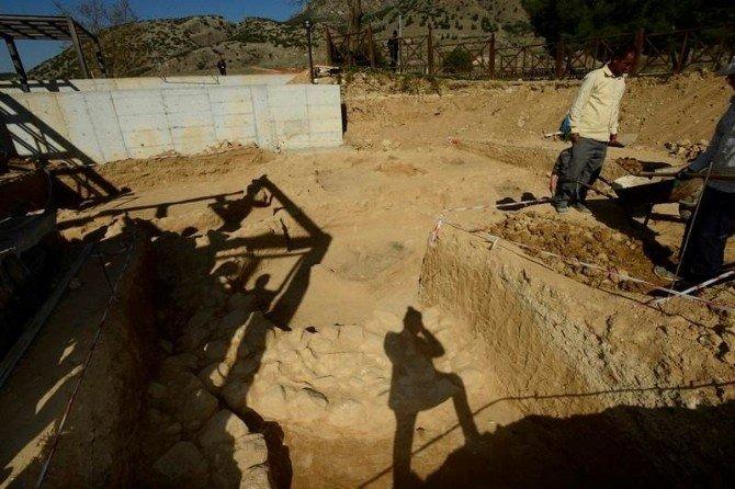 Pamukkale'de Demir Çağ Dönemine Ait Pişmiş Toprak Kaplar Bulundu