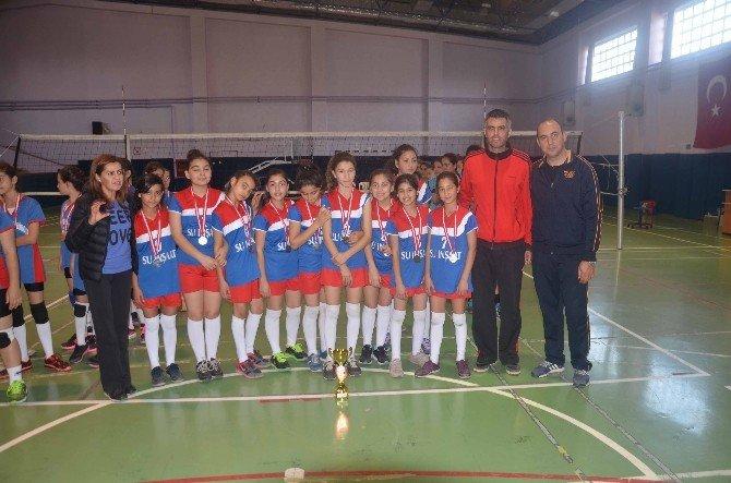 Adana'da Okullararası Küçük Kızlar Voleybol Müsabakaları