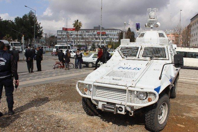 Adıyaman'da Zırhlı Araçla Otomobil Çarpıştı