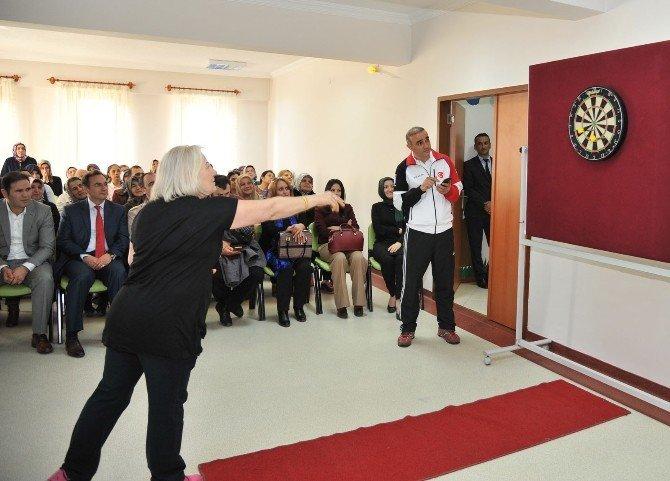 Altındağlı Kadınlar Dart Turnuvası'nda 12'den Vurdu