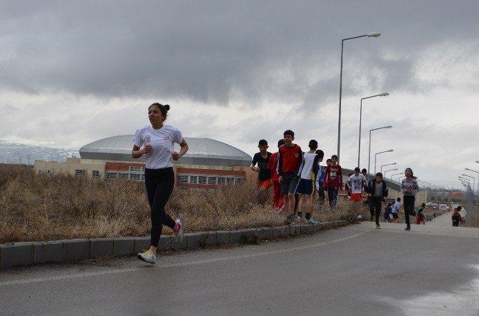 Atletizmi Geliştirme Rrojesi İçin Koştular