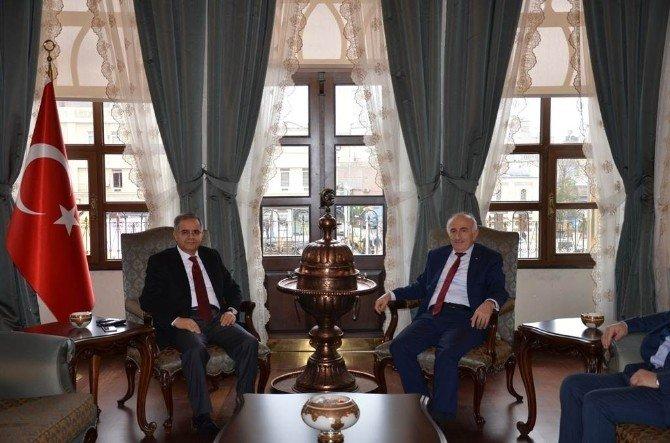 Bayburt Valisi Odabaş, Valil Tapsız'ı Ziyaret Etti