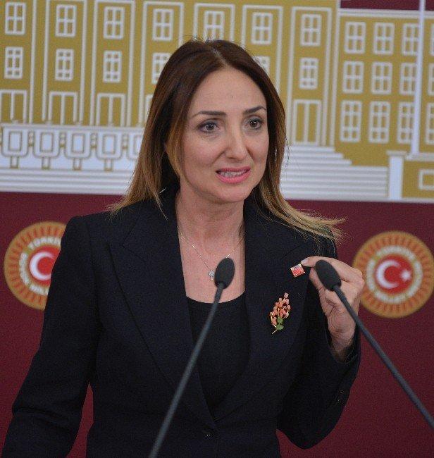 """Aylin Nazlıaka: """"Yüreğim Yanıyor"""""""